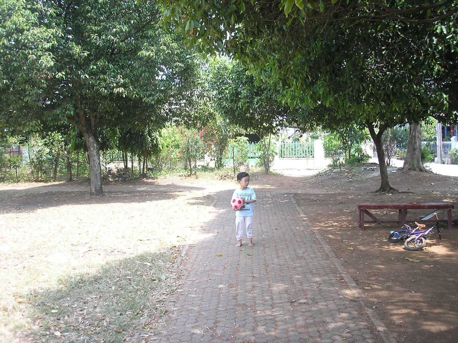 Zeze Vavai di Jogging Track Lapangan Duren Jaya Bekasi